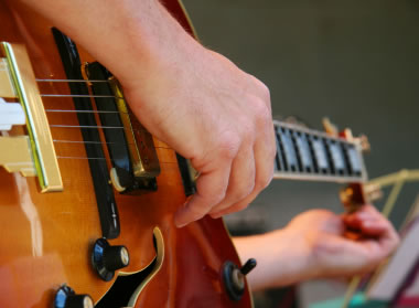 Tuning up your guitar